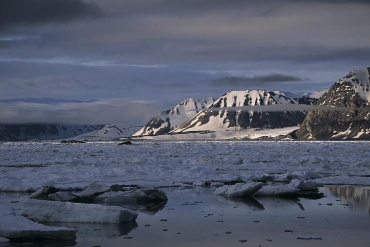 Krajobrazy Arktyki - resztki lodu morskiego